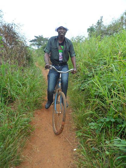 Moi en 2012 sur un vélo qui a beaucoup servi pour les champs, crédit photo : Jean le Dur