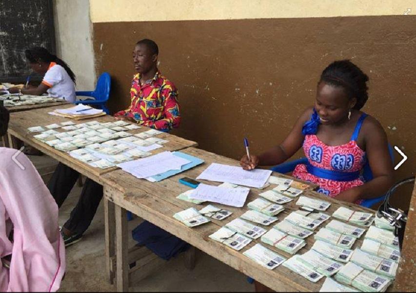 Image à titre d'illustration : des cartes d'électeurs attendant toujours leurs propriétaires