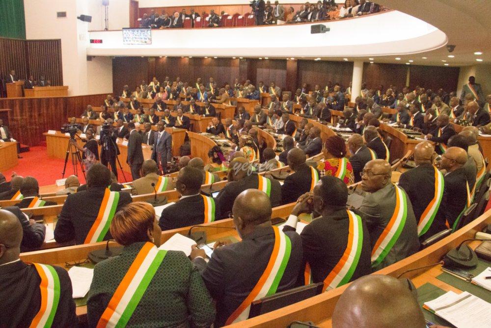 Une vue des Députés, à l'occasion de la cérémonie solennelle d'ouverture de la deuxième session ordinaire 2016. © Photo : Yefien